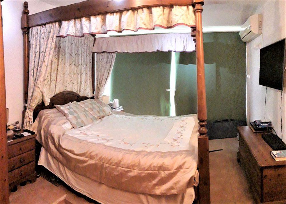 20- masterbedroom1