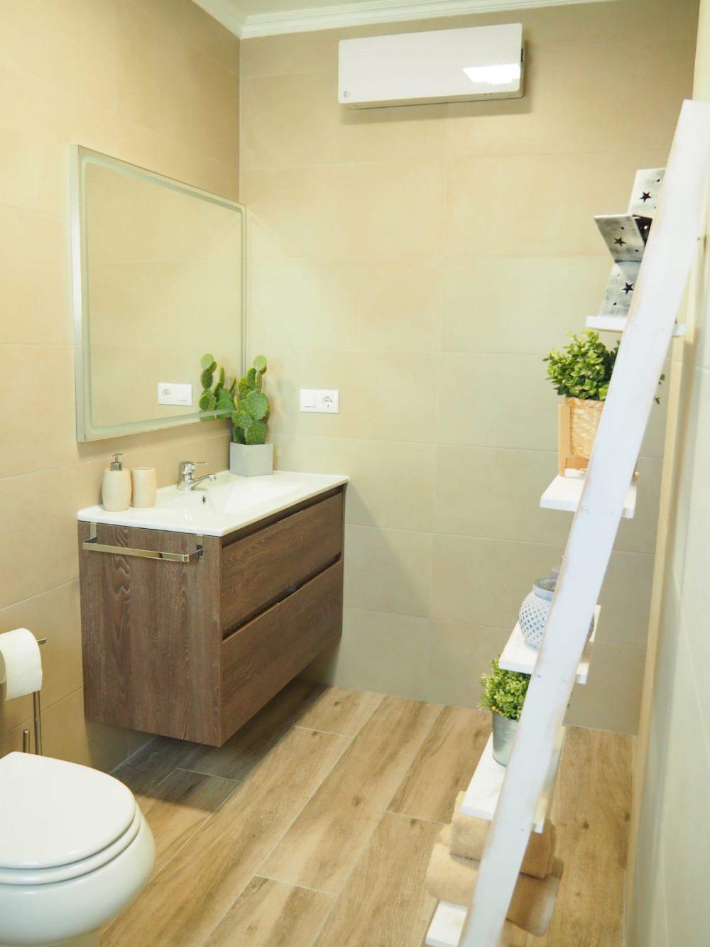 Calpe Park cuarto de baño flores