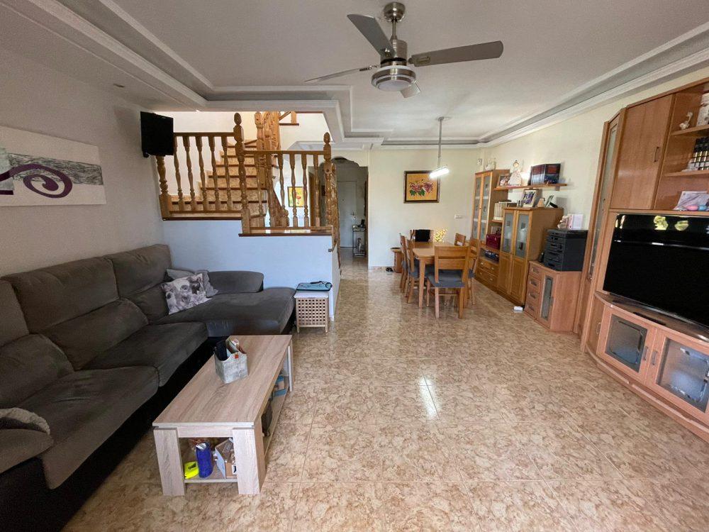 Residencial Flamingo 11 salon comedor escaleras