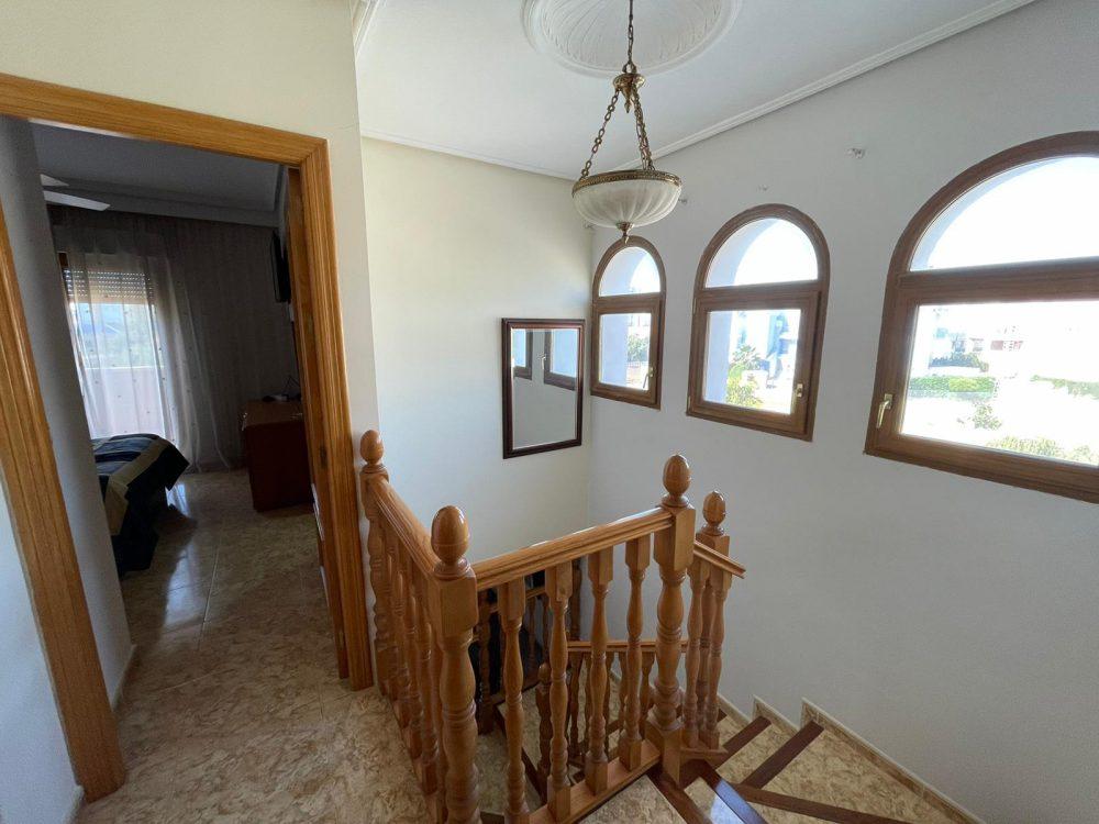 Residencial Flamingo 18 escaleras entrada dormitorio