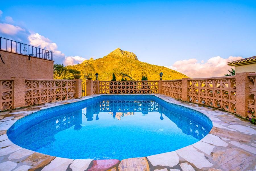 piscina vistas montaña