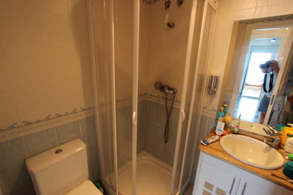 11. Playa de oro cuarto baño huespedes