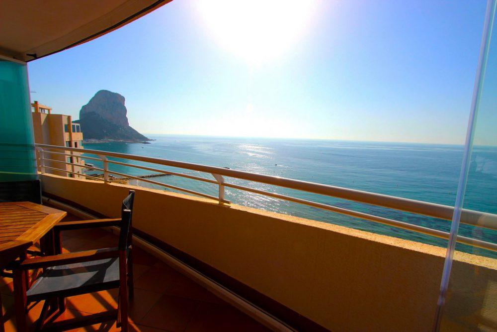 14. Playa de oro terraza vista peñon