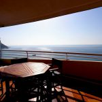 6. Playa de oro terraza mesa